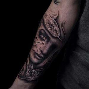 Mad Science Tattoo Den Haag Izaak Nobel Nine realisme vrouwengezicht