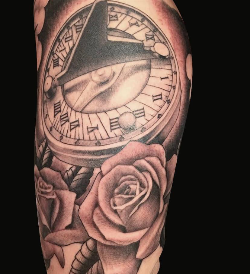 Cameron Randall realistic kompass rozen black and grey