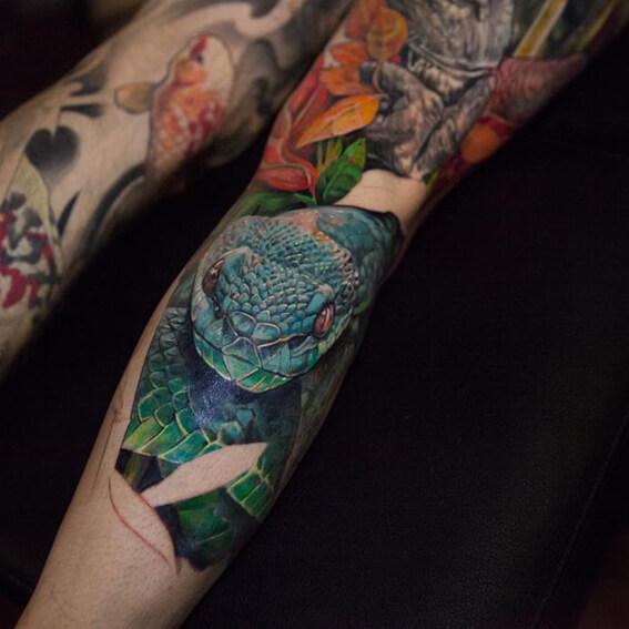 Mad Science Tattoo Den Haag Leslie Reesen Full color animal leg piece slang snake
