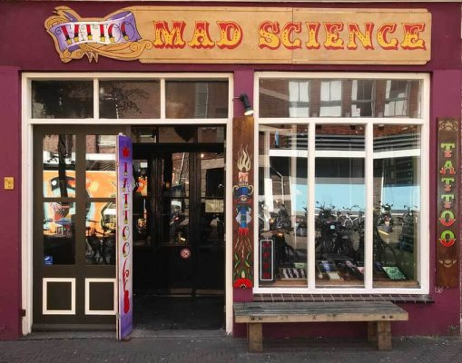 Mad_Science_Tattoo_Den_Haag_voorkant_shop_web